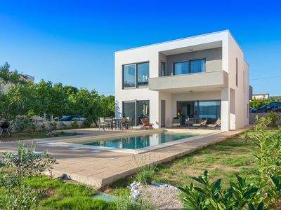 Photo for Splendid villa with private pool in front of the beach !