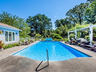 Photo for Dog friendly 6 bedroom pool house on golf course, hot tub, easy walk to beach!