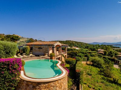 Photo for Villa Camelie: pool and view