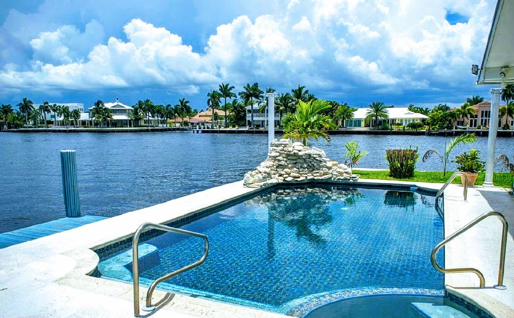 Amazing intracoastal waterway villa homeaway downtown for Virtual pool builder