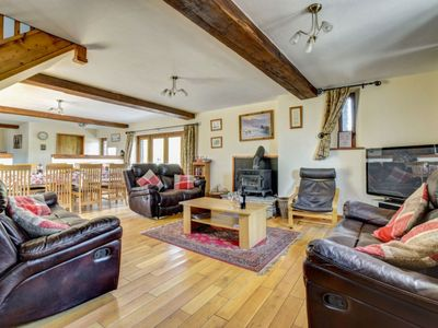 Photo for Cosy apartment for 8 guests with WIFI, TV, pets allowed and parking