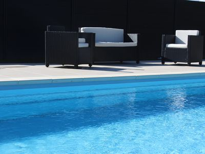Photo for Enclosed pool area heated from May to October at 28 °, Park and relaxation area.