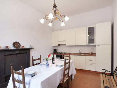 Photo for Independent house with equipped outdoor area, only 50 metres from the lake.