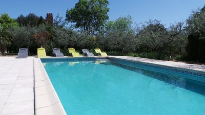 Photo for Cottage 6/7 pers with swimming pool 10 'from Nîmes