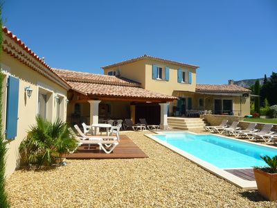 Photo for Very nice Provencal villa, new on a large quiet land, directly on the Luberon