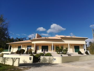 Villa in the countryside, ideal for family and friends (pool under construction)