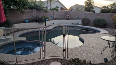 Heated* pool with built in hot tub (*Apr-Oct)