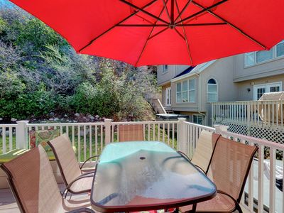 Photo for Recently updated townhome w/ a private hot tub, deck, & wet bar - bus to slopes!