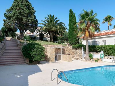 Photo for Beautiful apartment for 4 people with WIFI, pool, TV, balcony, pets allowed and parking