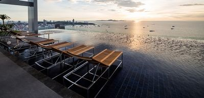 Photo for Luxury 2BR Sea View 25th Floor with Infinity Swimming pool Pattaya Downtown
