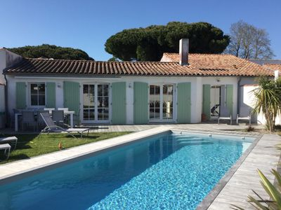 Photo for Beautiful bright and airy house with heated pool in the centre of La Flotte