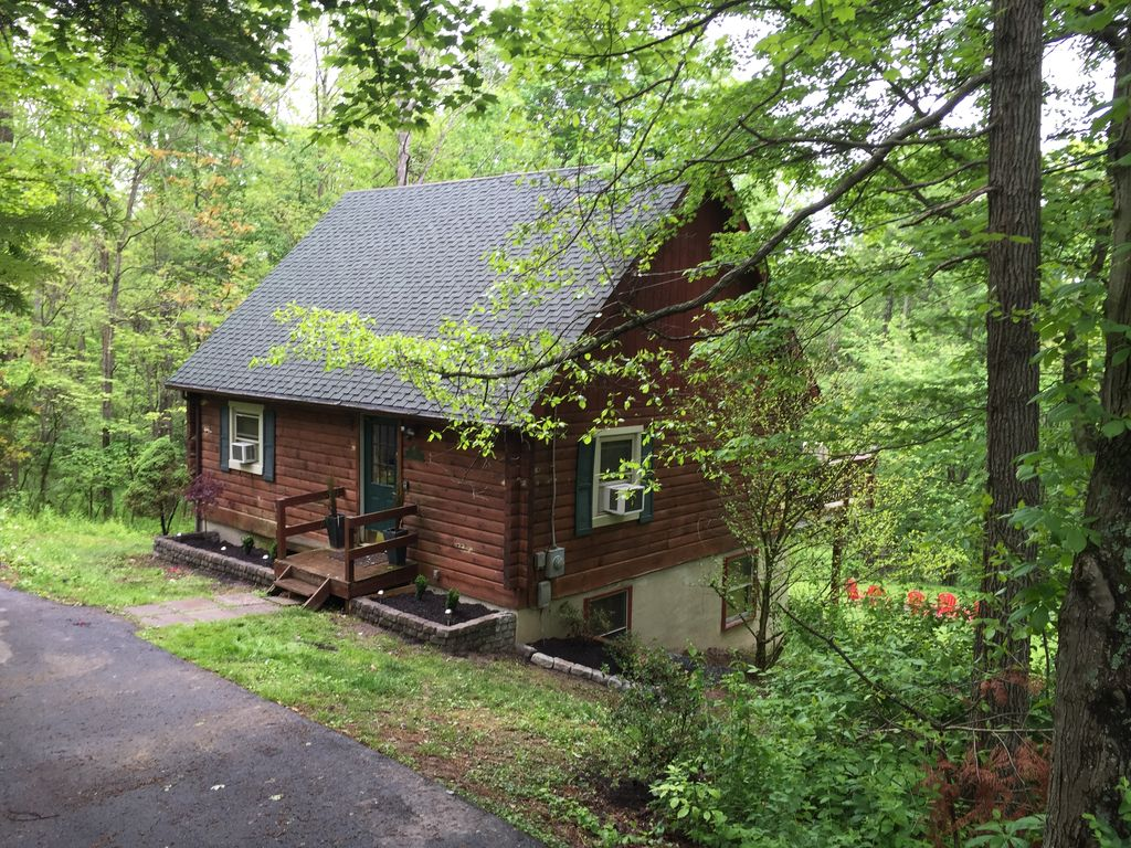 Secluded pet friendly high tech log cabin i homeaway for Elevated log cabin