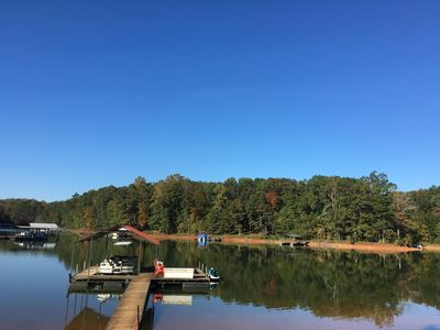 Cozy Southern Harbor Cabin on Lake Hartwell, Private Wooded Lot, Covered Dock.