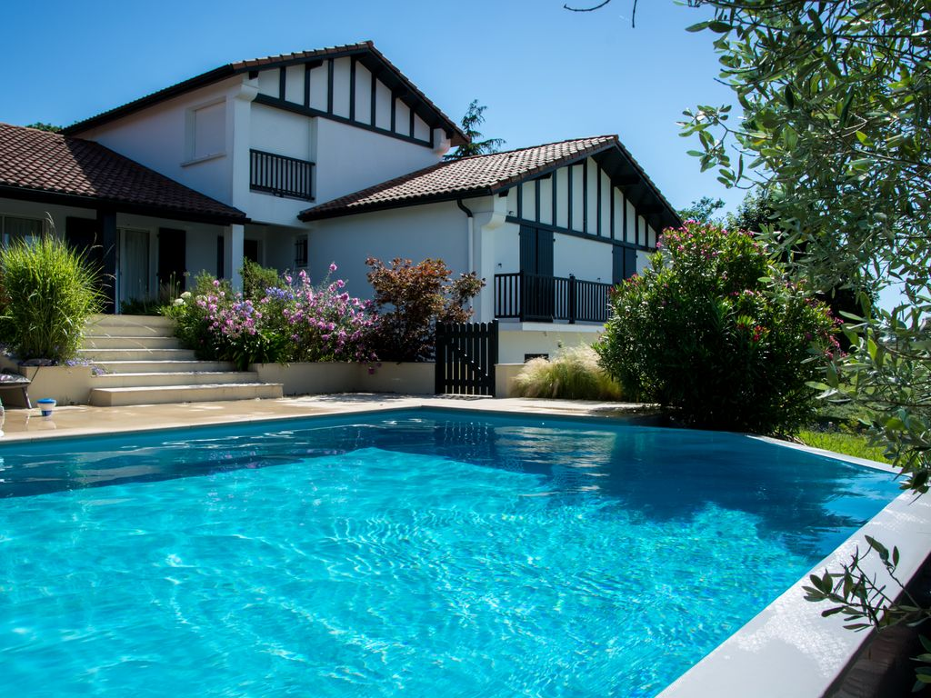 fr24118 stunning villa with private infinity pool overlooking