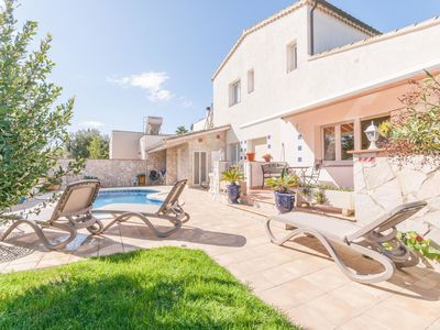 Photo for Beautiful detached house with swimming pool near the beach of Sant Pere Pescador
