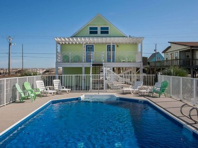 Enjoy peace of mind in this private home with private pool and views of the beach!