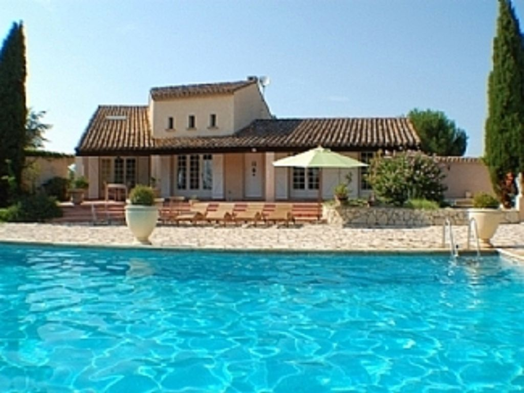 Villa priv e sur 6000 m avec tr s grande piscine priv e for Securite piscine privee