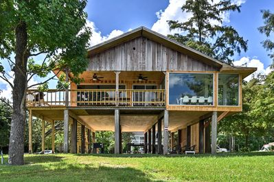 This 3-bedroom, 3-bath home sleeps 10 guests by a peaceful nature preserve.