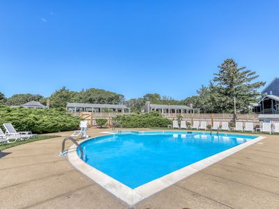 Photo for Cozy condo with shared pool & tennis courts, close to golfing & the beach!