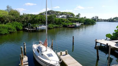 Newly Renovated Sea Breeze Cottage with Private Dock, Easy Access to Bimini Bay