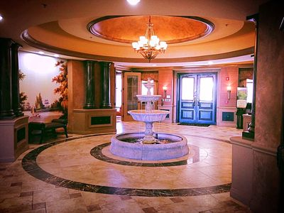 Club house lobby providing  exceptional dining experience.