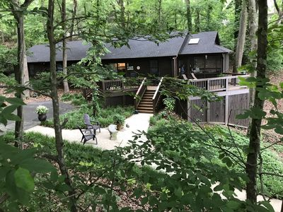 Photo for Relaxing & secluded waterfront home on Lake Bowen (convenient to TIEC)