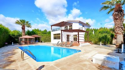 Photo for Luxury 4 Bedroom Villa With Private Pool In Coral Bay