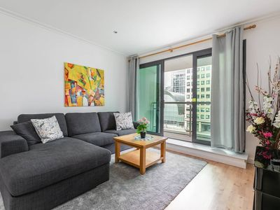 Photo for Luxury waterfront 2 bed, Canary Wharf