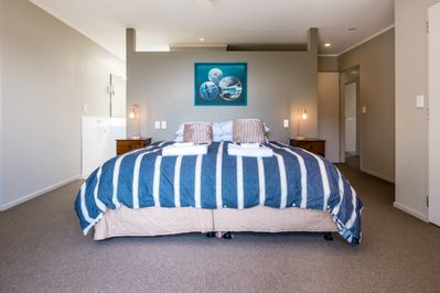 Master bedroom 1 with ensuite, upstairs 4 bed side