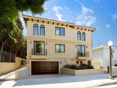 Photo for Upscale Large Townhouse In The Heart Of Century City