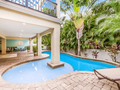 COCONUT COTTAGE: Gorgeous, Spacious, Close to Beach, With Heated Pool!!!