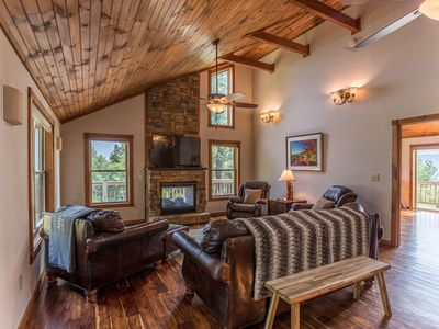 Photo for Grandview Getaway - 10 mins from Parkway, Hot tub, Private, Ping Pong table!
