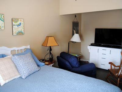 Suite in quaint Historic District; minutes from Lake Erie, Oberlin, Cedar Poin