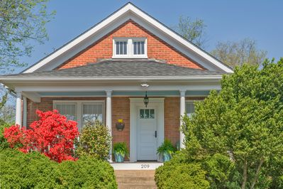 The Boxwood Bungalow pristine property in the heart of  DT/Belmont