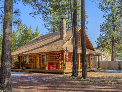 Photo for Pet Friendly, luxury log cabin with hot tub near Sunriver!