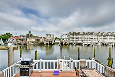 Head to the coast and escape to this Atlantic City vacation rental.