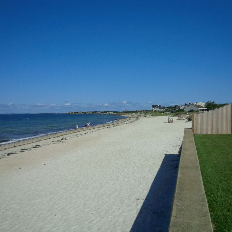 Hotels & Vacation Rentals Near Old Silver Beach, USA