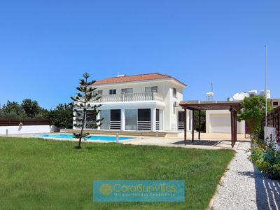 Photo for Superb Villa in the HEART of Coral Bay 200m to Amenities  Large Pool Quiet area