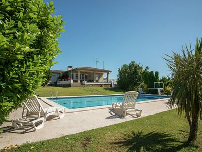 Photo for Detached house with large plot close to the beach of Sant Pere Pescador