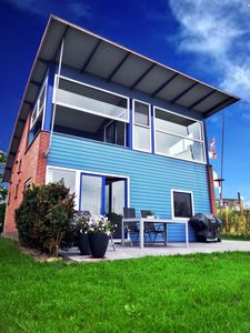 Photo for 6 pers. Modern harbor house with fenced garden on the marina with lake view