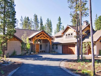 Photo for 56341 Fireglass Loop: 4 BR / 4.5 BA home in Bend, Sleeps 10