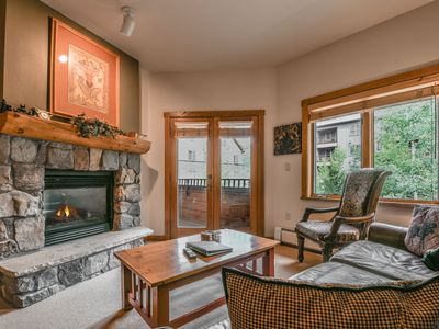 Photo for Walking distance to the gondola, access to a great pool and hot tubs!