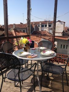 WOOD TERRACE OVER THE ROOF WITH TABLE AND CHAIRS, 3 BATHROOMS, 3 BEDROOMS, AIR CO