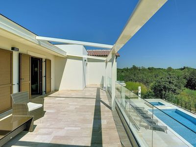 Photo for Beautiful private villa for 10 people with hot tub, private pool, WIFI, A/C, TV and parking