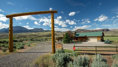 Photo for Wapiti Bear Den- Guest House With Spectacular Views On The Road To Yellowstone