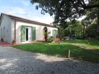 Photo for Stunning private villa for 6 guests with A/C, WIFI, TV and parking, close to Viareggio