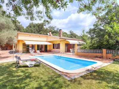 Photo for This 4-bedroom villa for up to 8 guests is located in Santa Cristina De Aro and has a private swimmi