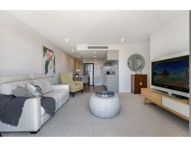 Photo for Iconic Brisbane: City views and luxurious extras