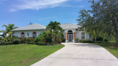 Photo for Tranquil retreat with heated pool, close to the best beaches and fishing in FL