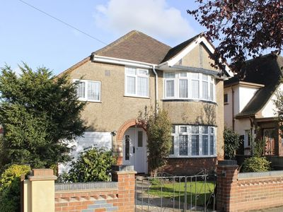 Photo for 4 bedroom property in Colchester. Pet friendly.